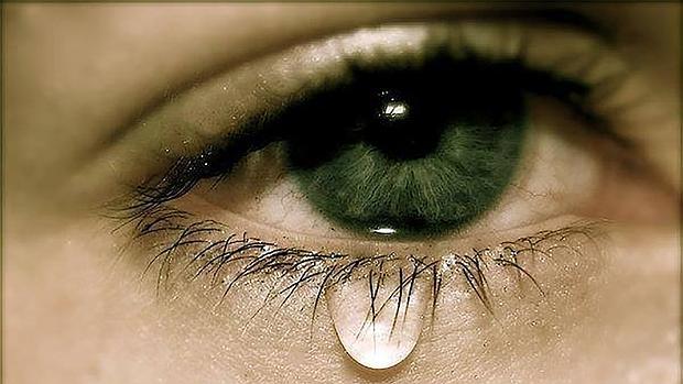 صورة صور عيون تدمع , صورة عين حزينة تبكي