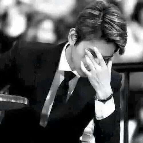 صورة صور رجل حزين , بكاء الرجال بتاثر شديد