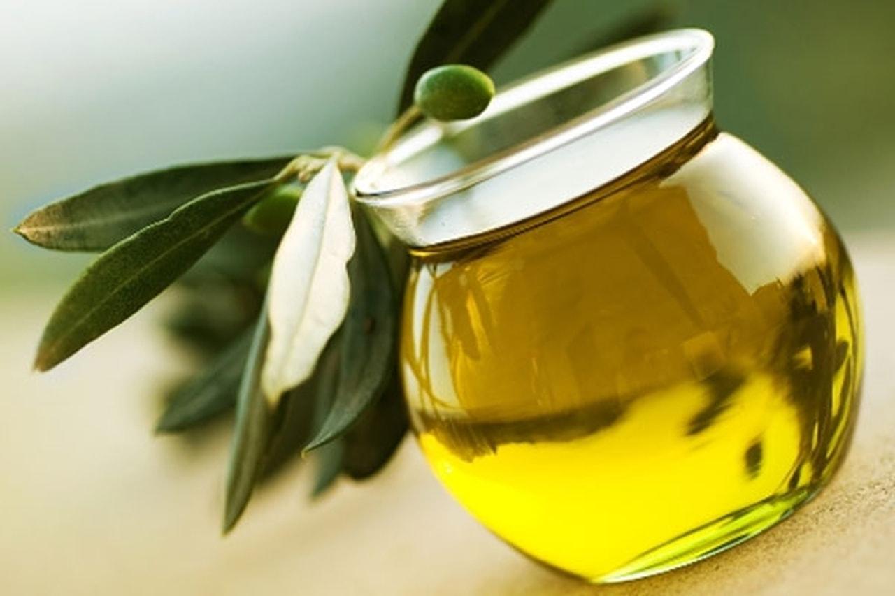 بالصور فوائد زيت الزيتون للبشرة , استخدامات زيت الزيتون للبشرة 3237 2
