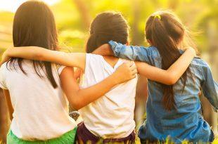 صوره كيف تجعل اصدقائك يحبونك , افعال بسيطة تجلب لك محبة الاصدقاء