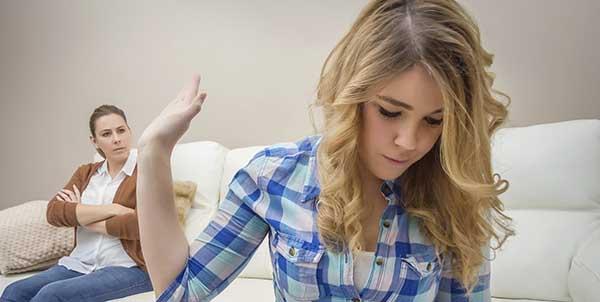 بالصور كيفية التعامل مع البنت المراهقة العنيدة , التعامل مع الفتيات في سن المراهقة 12662 1