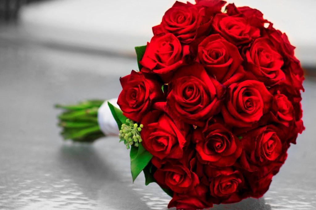 صور اجمل بوكيه ورد احمر , بوكيهات ورد للعرايس روعة