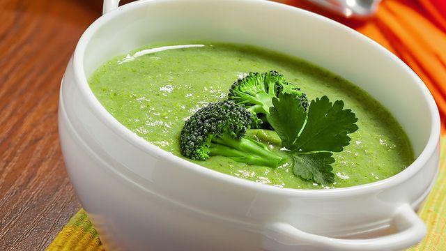 صورة طريقة عمل شوربة البروكلي , عمل حساء بروكلى شهي
